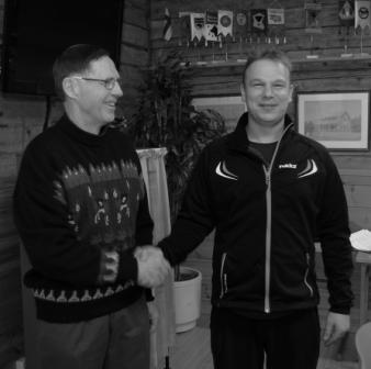 Ilmari Pulkkinen ja Arto Sandberg ( vanha ja uusi puheenjohtaja vahdinvaihdossa) Kuva Eero Keränen